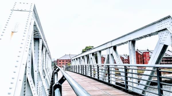 赤レンガ倉庫、新港橋梁の画像