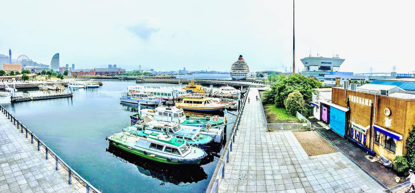 「新港橋梁」を抜けた「横浜税関前」の象の鼻テラスの画像