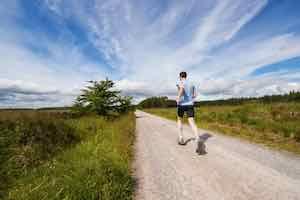 ジョギングする人-山